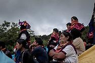 Gruppo di zapatisti assiste al festival CompArte.