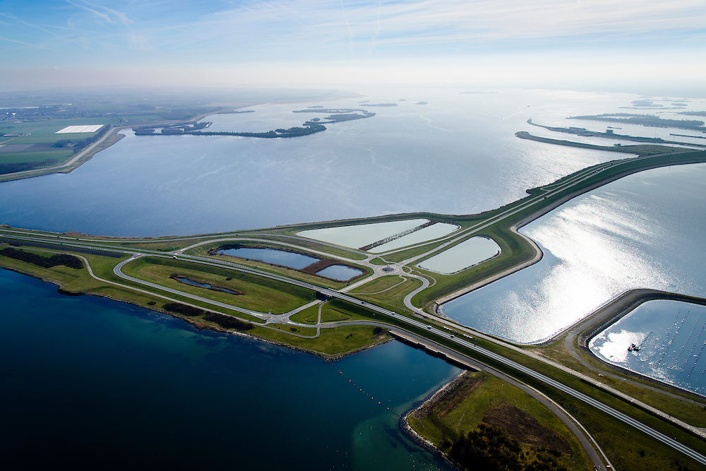 Nederland, Zeeland, Gemeente Schouwen-Duiveland, 01-04-2016; Grevelingendam tussen Goeree-Overflakkee en Schouwen-Duiveland.  Zicht op het water van het Krammer met de Philipsdam. De Grevelingendam is onderdeel van de Deltawerken.<br /> The Grevelingendam is part of the Delta Works.<br /> <br /> luchtfoto (toeslag op standard tarieven);<br /> aerial photo (additional fee required);<br /> copyright foto/photo Siebe Swart