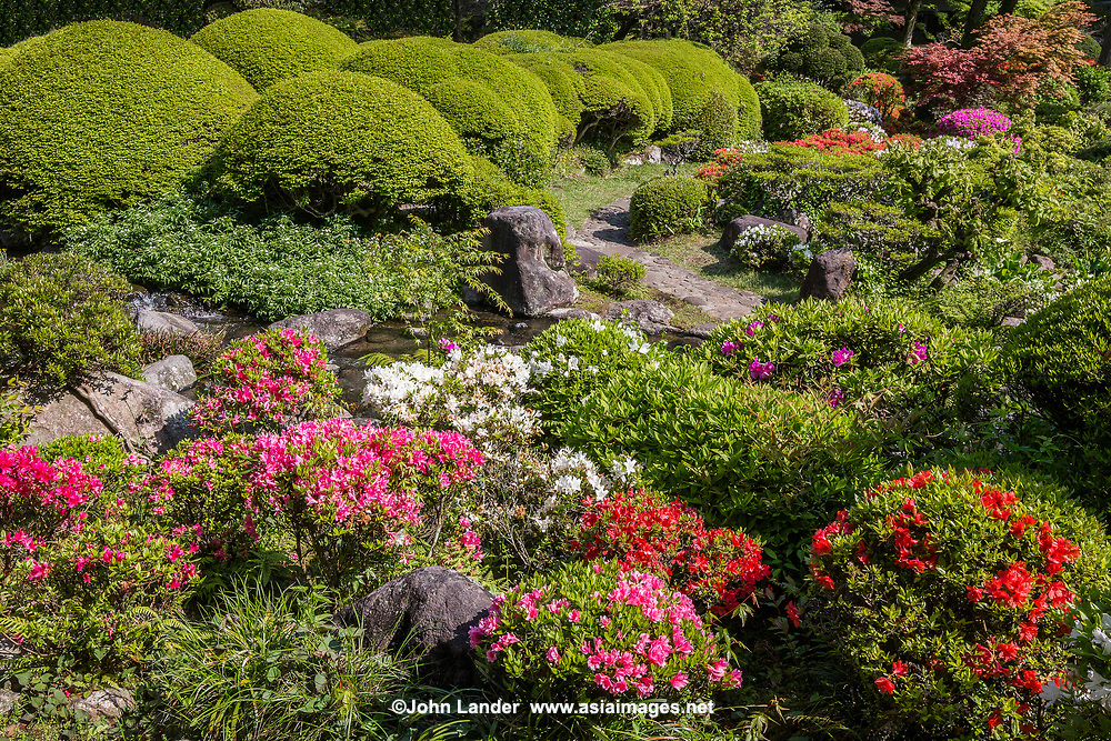 Yoshiike Garden - Yoshiike Ryokan's garden has been planted with seasonal flowers, lying along a stream whose source is the Sukumo river. it was once the private villa of Yanosuke Iwasaki.  Adjacent to the villa a Japanese tea ceremony room Shinkou-An - both the villa and tea ceremony room is registered as the important cultural properties of Japan.  The Japanese garden incorporates borrowed scenery using the background landscape of mountains into the composition of the garden.
