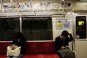 Reizigers in de metro van Tokyo
