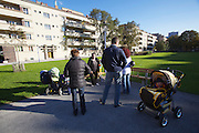 Vienna, Karl-Marx-Hof. Habitants enjoying the late afternoon sun in one of the spacious courtyards.