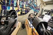 In Delft krijgt de nieuwe rijder Jennifer Breet een rondleiding door de Dreamhall, waar de VeloX wordt gemaakt. In september wil het Human Power Team Delft en Amsterdam, dat bestaat uit studenten van de TU Delft en de VU Amsterdam, tijdens de World Human Powered Speed Challenge in Nevada een poging doen het wereldrecord snelfietsen voor vrouwen te verbreken met de VeloX 8, een gestroomlijnde ligfiets. Het record is met 121,81 km/h sinds 2010 in handen van de Francaise Barbara Buatois. De Canadees Todd Reichert is de snelste man met 144,17 km/h sinds 2016.<br /> <br /> In Delft Jennifer Breet gets a tour at the Dreamhall. With the VeloX 8, a special recumbent bike, the Human Power Team Delft and Amsterdam, consisting of students of the TU Delft and the VU Amsterdam, also wants to set a new woman's world record cycling in September at the World Human Powered Speed Challenge in Nevada. The current speed record is 121,81 km/h, set in 2010 by Barbara Buatois. The fastest man is Todd Reichert with 144,17 km/h.