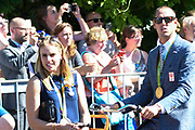 Medaillewinnaars van de Olympische Zomerspelen 2016 vertrekken per fiets van het Binnenhof voor een ontvangst op Paleis Noordeinde. <br /> <br /> op de foto:  Marit Bouwmeester enDorian van Rijsselberghe