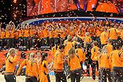 Nederlandse Olympische ploeg komt thuis en wordt gehuldigd op het plein voor Station Den Bosch.<br /> <br /> Op de foto:  Nderlandse sporters met o.a. Ranomi Kromowidjojo , Marianne Vos , Dorian van Rijsselberghe , Anky van Grunsven , Epke Zonderland , De Nederlandse dames hockeyploeg , De Nederlandse heren hockeyploeg , Churandy Martina