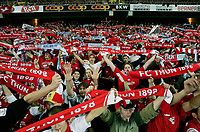 Fotball<br /> Sveits<br /> Foto: EQ Images/Digitalsport<br /> NORWAY ONLY<br /> <br /> Kvalifisering til UEFA Champions League<br /> 23.08.2005<br /> FC Thun v Malmö FF<br /> <br /> Die Thun Fans im Stade de Suisse