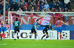 MADRID, SPAIN - Wednesday, October 22, 2008: Liverpool's Robbie Keane bursts through to score the opening goal past Club Atletico de Madrid's goalkeeper Leo Franco during the UEFA Champions League Group D match at the Vicente Calderon. (Photo by David Rawcliffe/Propaganda)