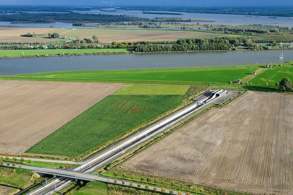 Nederland, Zuid-Holland, Gemeente Strijen, 23-10-2013l; ingang van HSL tunnel onder de  Dortsche Kil. Hollandsch Diep in de achtergrond.<br /> Entrance to train tunnel under Dordtsche Kil for high-speed train (southern Netherlands).<br /> luchtfoto (toeslag op standard tarieven);<br /> aerial photo (additional fee required);<br /> copyright foto/photo Siebe Swart