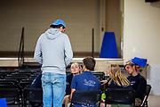 Teamleden overleggen over de strategie voor de volgende dag na een teleurstellende zesde racedag. Het Human Power Team Delft en Amsterdam, dat bestaat uit studenten van de TU Delft en de VU Amsterdam, is in Amerika om tijdens de World Human Powered Speed Challenge in Nevada een poging te doen het wereldrecord snelfietsen voor vrouwen te verbreken met de VeloX 9, een gestroomlijnde ligfiets. Dat staat sinds 12 september 2019 op naam van de Franse Ilona Peltier die 124,07 km/u haalde. De Canadees Todd Reichert is de snelste man met 144,17 km/h sinds 2016.<br /> <br /> With the VeloX 9, a special recumbent bike, the Human Power Team Delft and Amsterdam, consisting of students of the TU Delft and the VU Amsterdam, wants to set a new woman's world record cycling in September at the World Human Powered Speed Challenge in Nevada.