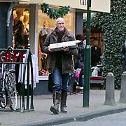 NLD/Laren/20081224 - Ferdi Bolland heeft de kerst gourmet schotel opgehaald in Laren