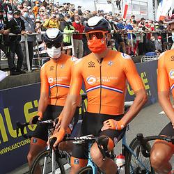 26-08-2020: Wielrennen: EK wielrennen: Plouay<br /> Koen De Kort, Mathieu van der Poel, Oscar Riesebeek