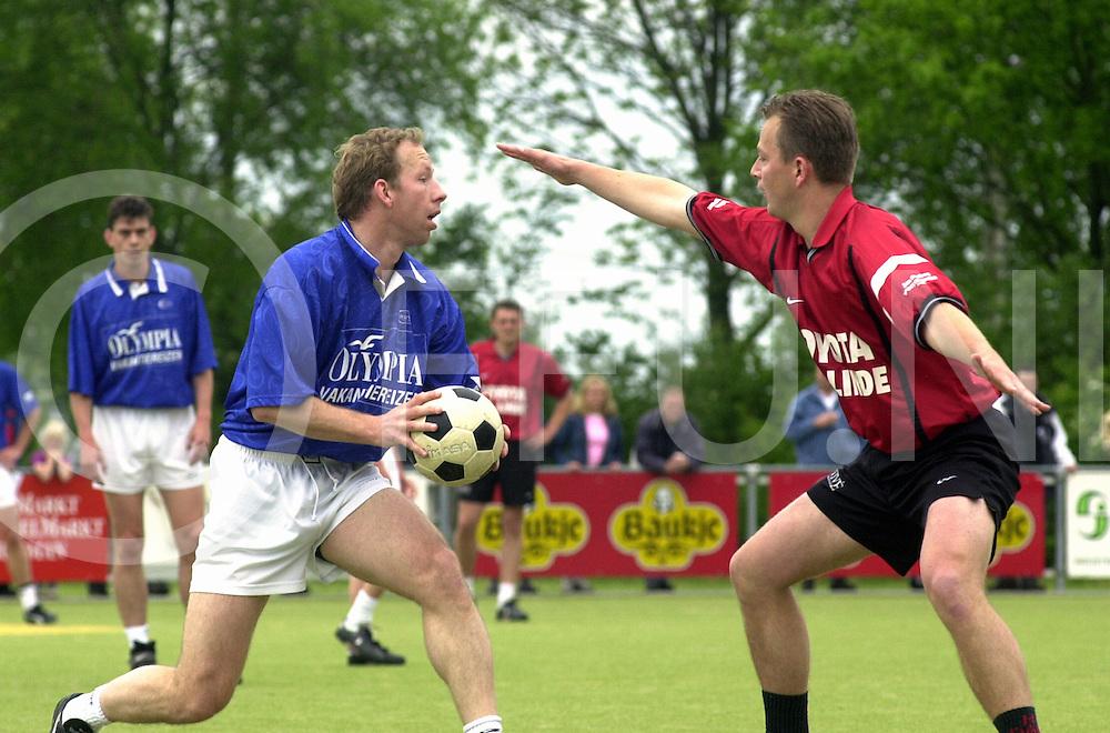 fotografie frank uijlenbroek©2001 michiel van de velde.010520 nijeveen ned.opdracht arnhemse courant .korfbalwedstrijd dos 46 tegen oost arnhem spor