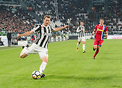 October 25, 2017 - Turin, Piemonte/Torino, Italy - Stephan Lichtsteiner (Juventus FC) during theSerie A: Juventus FC vs S.P.A.L. 2013 at Allianz Stadium. Juventus wins 4-1. Turin, Italy 25th october 2017 (Credit Image: © Alberto Gandolfo/Pacific Press via ZUMA Wire)