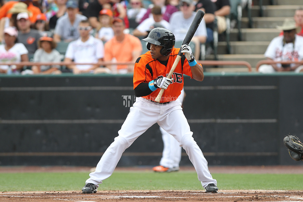 Bowie Baysox outfielder Antoan Richardson #4 bats during a game against the New Hampshire Fisher Cats at Prince George's Stadium on June 17, 2012 in Bowie, Maryland. New Hampshire defeated Bowie 4-3 in 13 innings. (Brace Hemmelgarn)