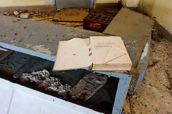 Il complesso produttivo delle saline è situato nel comune italiano di Margherita di Savoia (nome dato dagli abitanti in onore alla regina d'Italia che molto si adoperò nei confronti dei salinieri) nella provincia di Barletta-Andria-Trani in Puglia. Sono le più grandi d'Europa e le seconde nel mondo, in grado di produrre circa la metà del sale marino nazionale (500.000 di tonnellate annue).All'interno dei suoi bacini si sono insediate popolazioni di uccelli migratori e non, divenuti stanziali quali il fenicottero rosa, airone cenerino, garzetta, avocetta, cavaliere d'Italia, chiurlo, chiurlotello, fischione, volpoca..In un capannone dismesso sono stati abbandonati rigistri, mobili e quant'altro inerente alla gestione amministrativa.