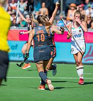 ANTWERPEN - Kelly Jonker (Ned) heeft de stand op 0-1 gebracht    tijdens  de   finale  dames  Nederland-Duitsland  (2-0) bij het Europees kampioenschap hockey.   COPYRIGHT  KOEN SUYK
