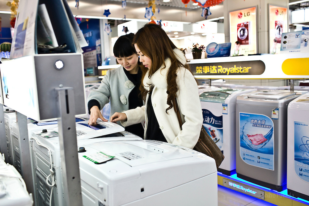 People shop for new electronic products in Chongqing , China, March 4, 2009.