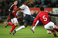 Photo: Rich Eaton.<br /> <br /> England U21 v Germany U21. UEFA European Championship Play-Off 1st Leg. 06/10/2006. Nigel Reo-Coker of England centre attacks the German defence