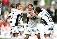 Fotball 5. juni 2005 MOSS - SOGNDAL Melløs stadion Moss<br /> Kjetil Ruthford Pedersen (midten), Kurt Heggestad (7), Kim Rune Hellesund Sogndal<br /> Foto Kurt Pedersen