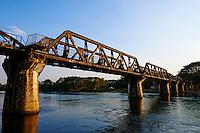Thailande, Kanchanaburi, pont de la riviere Kwai //Thailand, Kanchanaburi, river Kwai bridge