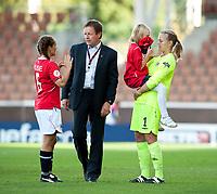 Fotball<br /> EM kvinner 2009<br /> Norge v Frankrike 1-1<br /> 30.08.2009<br /> Foto: Jussi Eskola, Digitalsport<br /> NORWAY ONLY<br /> <br /> After the match. Camilla Huse, Bjarne Berntsen, Ingrid Hjelmseth