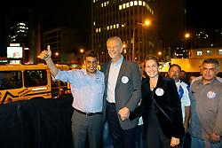 O candidato à reeleição pelo PDT em Porto Alegre, José Fortunati e o seu vice, Sebastião Melo chegam para o comício da vitória, no Largo Glênio Perez, em Porto Alegre. FOTO: Jefferson Bernardes/Preview.com
