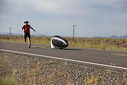 De Eta Speedbike is onderweg bij de kwalificaties. In Battle Mountain (Nevada) wordt ieder jaar de World Human Powered Speed Challenge gehouden. Tijdens deze wedstrijd wordt geprobeerd zo hard mogelijk te fietsen op pure menskracht. Ze halen snelheden tot 133 km/h. De deelnemers bestaan zowel uit teams van universiteiten als uit hobbyisten. Met de gestroomlijnde fietsen willen ze laten zien wat mogelijk is met menskracht. De speciale ligfietsen kunnen gezien worden als de Formule 1 van het fietsen. De kennis die wordt opgedaan wordt ook gebruikt om duurzaam vervoer verder te ontwikkelen.<br /> <br /> The Eta speedbike is on its way at the qualifications. In Battle Mountain (Nevada) each year the World Human Powered Speed Challenge is held. During this race they try to ride on pure manpower as hard as possible. Speeds up to 133 km/h are reached. The participants consist of both teams from universities and from hobbyists. With the sleek bikes they want to show what is possible with human power. The special recumbent bicycles can be seen as the Formula 1 of the bicycle. The knowledge gained is also used to develop sustainable transport.