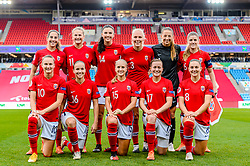 OSLO, NORWAY - Tuesday, September 22, 2020: Norway players line-up for a team group photograph before the UEFA Women's Euro 2022 England Qualifying Round Group C match between Norway Women and Wales Women at the Ullevaal Stadion. Back row L-R: Ingrid Moe Wold, Lisa-Marie Karlseng Utland, Ingrid Syrstad Engen, Maria Thorisdottir, goalkeeper Cecilie Fiskerstrand and Maren Mjelde. Front row L-R: Caroline Graham Hansen, Guro Reiten, Amalie Vevle Eikeland, Kristine Minde and Vilde Bøe Risa (Pic by Vegard Grott/Propaganda)