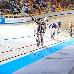 16-12-2016: Wielrennen: NK baanwielrennen: Apeldoorn       <br /> APELDOORN (NED) wielrennen<br /> Melvin van Zijl is Nederlands kampioen scratch geworden. De renner van 3M nam met een aantal anderen en ronde en sprintte van hen als eerste over de meet.<br /> Milan Broer eindigde als tweede, Patrick Bos was derde.