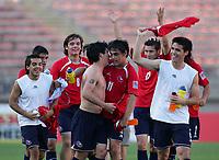 Fotball<br /> VM U20 Canada<br /> 12.07.2007<br /> Foto: imago/Digitalsport<br /> NORWAY ONLY<br /> <br /> Chile<br /> Schlussjubel Chile U20 mit Nicolas Larrondo (re.), Jaime Grondona (3.v.re.) und Isaias Peralta (li.)