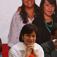 Toluca, México.- Martha Hilda González Calderón, candidata del PRI a la alcaldía de Toluca dio a conocer que buscara ordenar el comercio informal y prevenir delitos federales como la trata de personas. Agencia MVT / Crisanta Espinosa