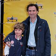 NLD/Amsterdam/20120331 - Premiere SWCHWRM, Rene van 't Hof met zijn zoontje