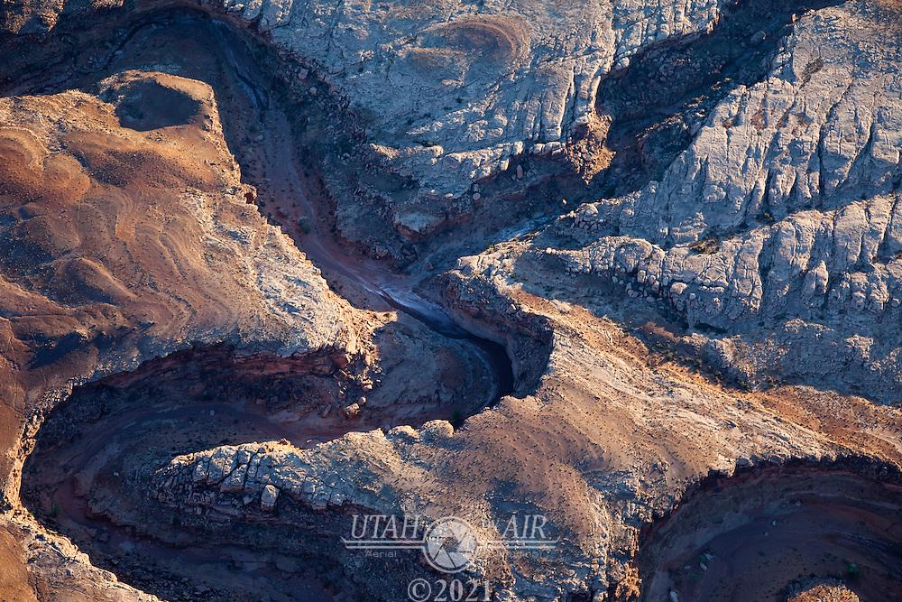 Interesting geology near San Juan Canyon