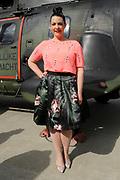 De Ambassadeurs van de Vrijheid Jett Rebel, Mainstreet, Caro Emerald en Dotan vertrekken met de helikopter vanaf Vliegbasis Gilzerijen naar diversen Bevrijdingsfestivals in het land.<br /> <br /> Op de foto:  Caro Emerald