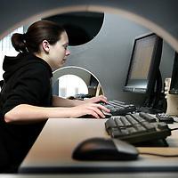 Nederland. Niewegein.15 april 2007..Philip Henneman, CEO van Infostrada Sports.Meisje aan het werk bij  Infostrada Sports. Girl at work at  Infostrada Sports.