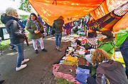 Nederland, the Netherlands, Nijmegen, 27-4-2019Koningsdag. Vrijmarkt in het Goffertpark. het was wisselend droog en regen, maar uiteindelijk zorgde een regenbui halverwege de middag ervoor dat de meeste mensen hun spullen pakten .Foto: Flip Franssen