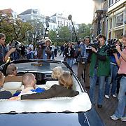 NLD/Utrecht/20061001 - Premiere tv serie circus Waltz, Aart Staartjes, Koen Wouterse, Theo Maassen en Barry Atsma, media belangstelling, fotografen, cameraploegen
