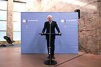 07 JAN 2005, BERLIN/GERMANY:<br /> Dr. Klaus Scharioth, Staatssekretaer im Auswaertigen Amt, waehrend einer Pressekonferenz zu den Ergebnissen des Krisenstabes im Auswaertigen Amt und zur aktuelle Situation im Gebiet der Flutkatastrophe Suedostasien, Auswaertiges Amt<br /> IMAGE: 20050107-01-001<br /> KEYWORDS: Staatssekretär Auswärtiges Amt
