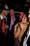 David LaChapelle and Pamela Anderson. Selfridges Las Vegas dinner hosted by  hon Galen , Hillary Weston and Allanah Weston. Selfridges Oxford St. 20 April 2005. ONE TIME USE ONLY - DO NOT ARCHIVE  © Copyright Photograph by Dafydd Jones 66 Stockwell Park Rd. London SW9 0DA Tel 020 7733 0108 www.dafjones.com
