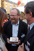 11 JUL 2001, BERLIN/GERMANY:<br /> Wolfgang Thierse, SPD, Bundestagspraesident, mit einem Geldschein sein Konterfei traegt (die Arbeit eines Kuenstlers), auf dem Sommerfest derBerliner SPD, Osram Hoefe<br /> IMAGE: 20010711-02-001<br /> KEYWORDS: Bundestagspräsident