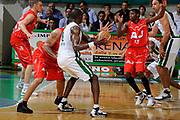 DESCRIZIONE : Siena Lega A 2008-09 Playoff Finale Gara 2 Montepaschi Siena Armani Jeans Milano<br /> GIOCATORE : Benjamin Eze<br /> SQUADRA : Montepaschi Siena<br /> EVENTO : Campionato Lega A 2008-2009 <br /> GARA : Montepaschi Siena Armani Jeans Milano<br /> DATA : 12/06/2009<br /> CATEGORIA : Blocco<br /> SPORT : Pallacanestro <br /> AUTORE : Agenzia Ciamillo-Castoria/G.Ciamillo