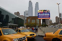 01-01-2013 ALGEMEEN: BVDGF NY MARATHON: NEW YORK <br /> Lange rijen in het Health and Fitness EXPO center voor het ophalen van de startnummers / NY item around taxi<br /> ©2013-WWW.FOTOHOOGENDOORN.NL