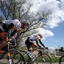 16-04-2016: Wielrennen: IJsseldelta Topcompetitie vrouwen: Zwolle<br />ZWOLLE (NED) wielrennen Wind was in deze editie de grootste tegenstanders van de vrouwen.<br />Moniek Tenniglo en Jeanne Korevaar