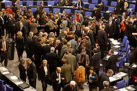 16 NOV 2002, BERLIN/GERMANY:<br /> Namentliche Abstimmung nach der Bundestagsdebatte zu den Eilgesetzen zur Rente und Gesundheit, Plenum, Deutscher Bundestag  <br /> IMAGE: 20021116-01-011<br /> KEYWORDS: Übersicht, Uebersicht