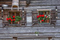 THEMENBILD - rote Geranien und Kuhglocken zieren die Außenfassade der Palfner Alm, aufgenommen am 09. September 2018, Rauris, Österreich // red geraniums and cowbells adorn the outer facade of the Palfner Alm on 2018/09/09, Rauris, Austria. EXPA Pictures © 2018, PhotoCredit: EXPA/ Stefanie Oberhauser
