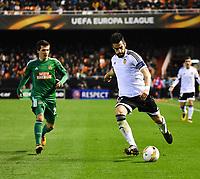 Valencia's  Alvaro Negredo  and Rapid Wien's  Tobias Knoflach during Uefa Europa League match. February 18, 2016. (ALTERPHOTOS/Javier Comos)