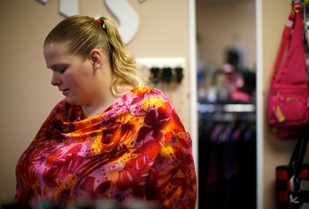 Gabi Jones talks with the owner of Sassie Sisters Big and Beautiful, a full figured boutique while trying on the top she is wearing in a suburb of Denver April 14, 2010.  Jones (not her real name) at 502 pounds wants to change society's views on people of her size and wants the world to know its OK to be fat. REUTERS/Rick Wilking  (UNITED STATES)