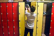 Nederland, Horst, 18-12-2007..VMBO onderwijs aan het Dendron college. Een leerling pakt zijn schoolboeken uit een locker, kast met slot...Foto: Flip Franssen/Hollandse Hoogte