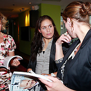 NLD/Ridderkerk/20110526 - Presentatie Helden magazine 9, Suzanne Harmes (rechts) met olymische tatoeage op haar pols