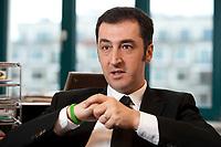05 JAN 2012, BERLIN/GERMANY:<br /> Cem Oezdemir, B90/Gruene Bundesvorsitzender, waerhend einem Interview, in seinem Buero, Bundesgeschaeftsstelle Buendnis 90 / Die Gruenen<br /> IMAGE: 20120105-01-001<br /> KEYWORDS: Cem Özdemir, Büro