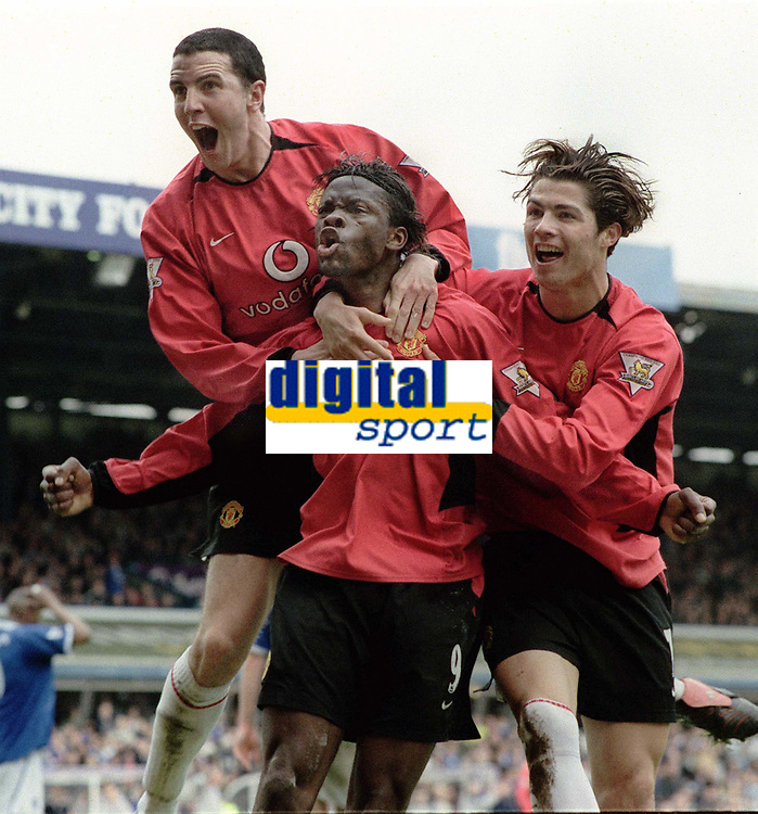 Fotball<br /> Foto: Andrew Cowie, Digitalsport<br /> Norway Only<br /> <br /> Louis Saha (Utd) celebrates his winning goal with John O'Shea (left) and Ronaldo (right). Birmingham City (1) v Manchester United (2). 10/4/2004